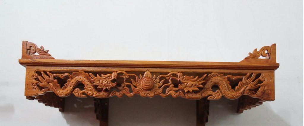 Bàn thờ treo tường chạm rồng mang phong cách cổ điển và hiện đại