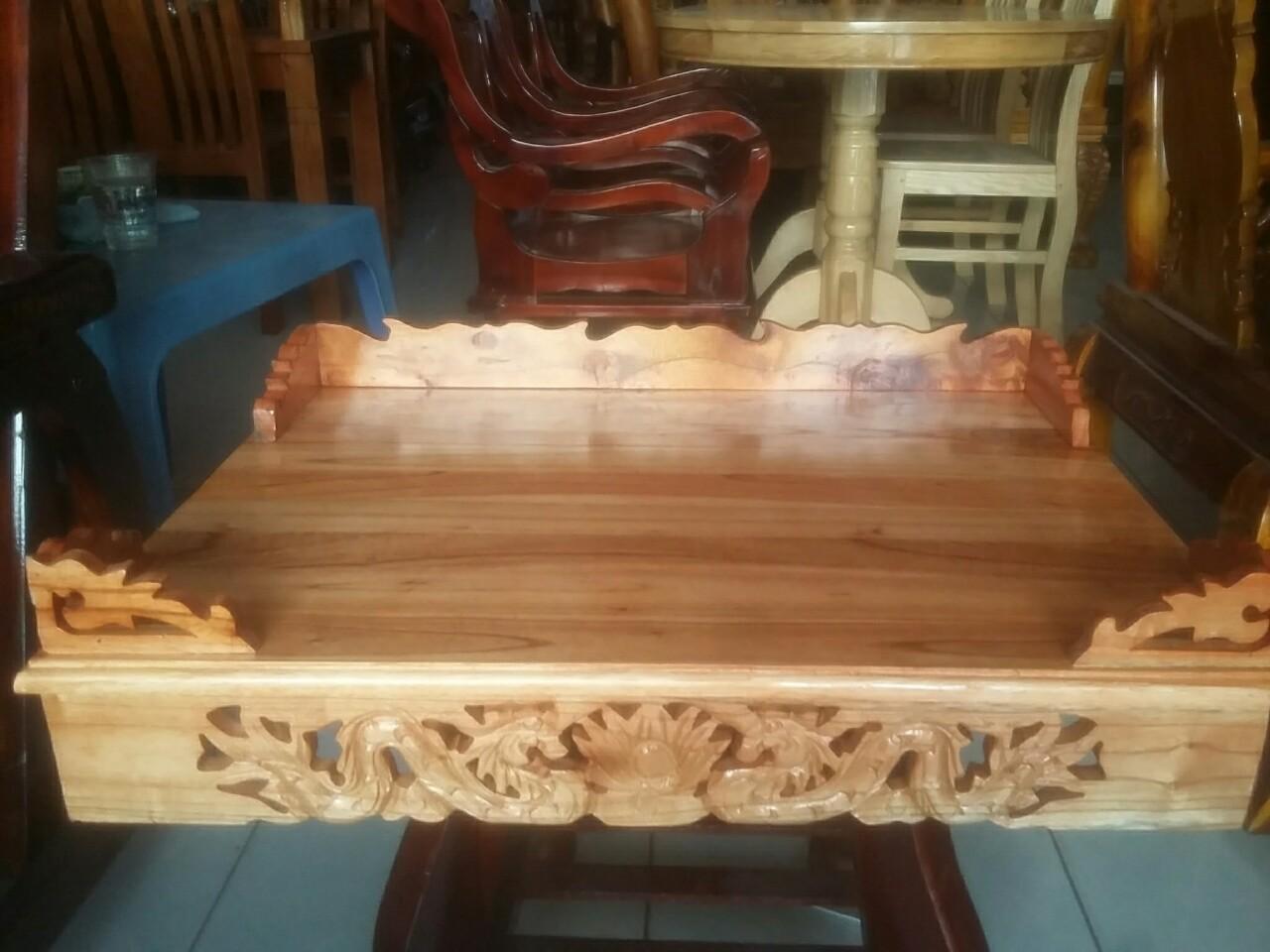 Mẫu bàn thờ treo tường chạm rồng tạo sự huyền bí, linh thiêng