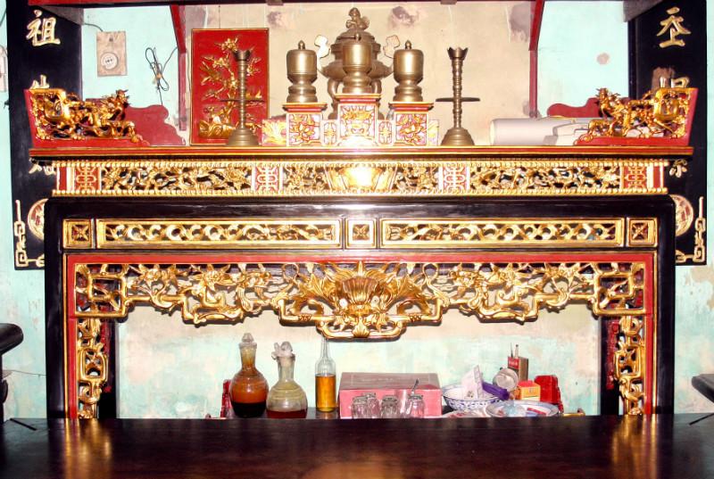 Ý nghĩa sập thờ sơn son thếp vàng trong đời sống tâm linh