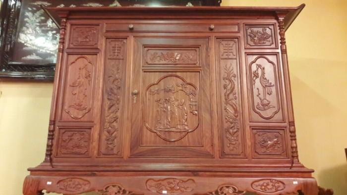 Tủ thờ nên làm bằng gỗ hương bởi tính bền cao