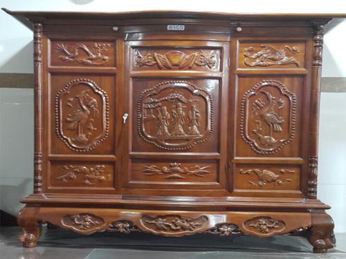 Màu sắc sang trọng của tủ thờ làm bằng gỗ gụ